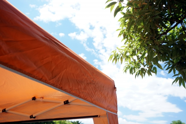 猛暑を乗り切れ!夏の日差しは入り口で防ぐべし!